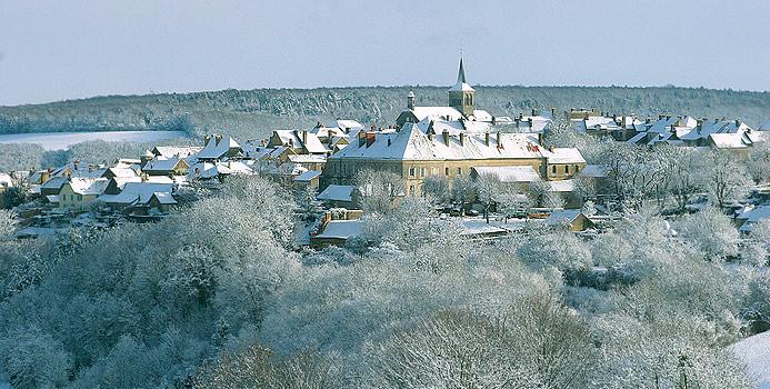Le village de Flavigny sous la neige